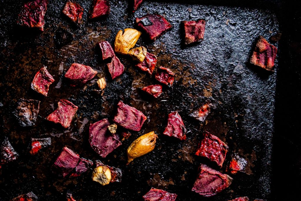 Picture displaying roasted beetroot and garlic